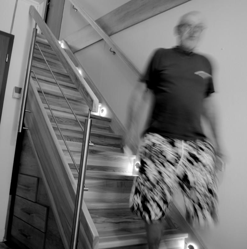 Dřevěné schodiště s úložným prostorem