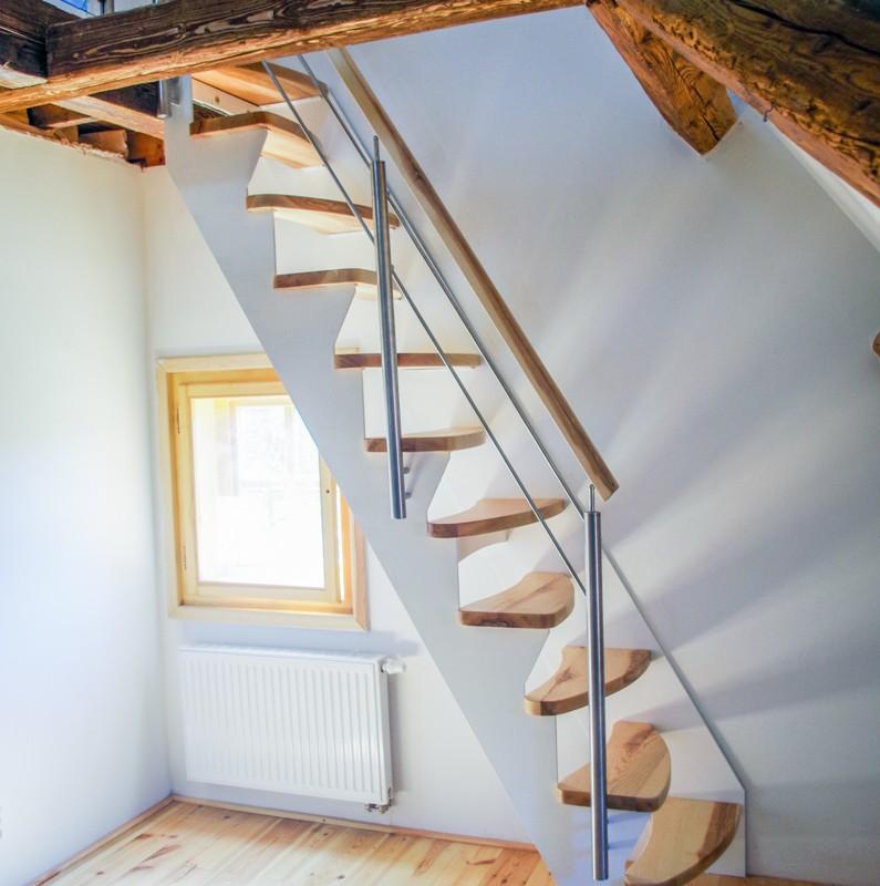 Sedlové schodiště dřevo a kov